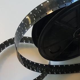 16 mm film - 25 cm spoel - 30 minuten
